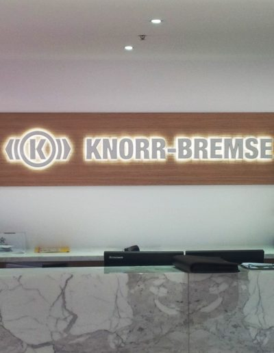 building signs for Knorr Bremse