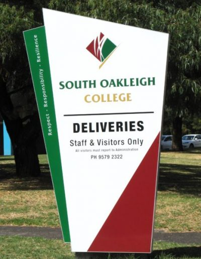Building signs for South Oakleigh College