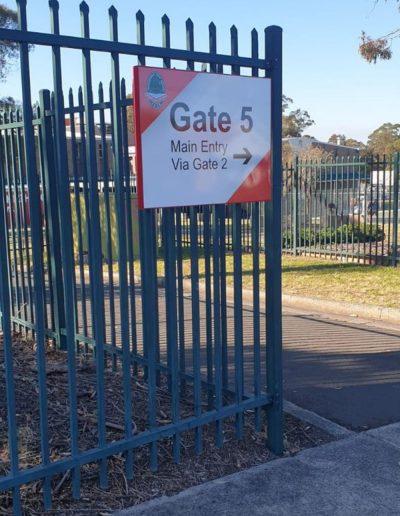 Wayfinding signs for Kanahooka high school
